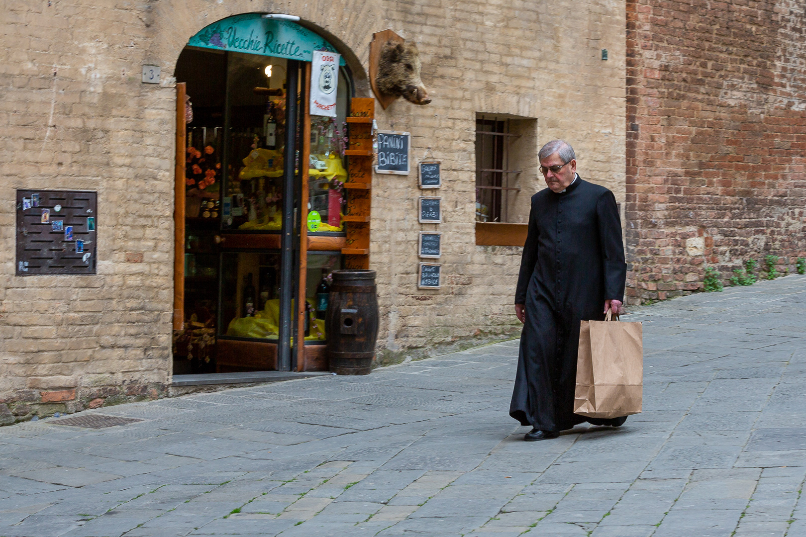 4247373525237499457-PD4-Esbjerg-Fotoklub-Ib-Corneliussen-Priest-with-Shopping-Bag